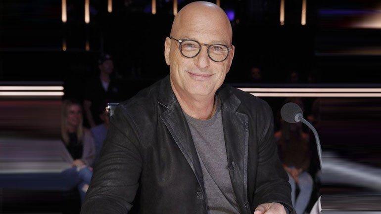 America's Got Talent judge, Howie Mandel slumps in public